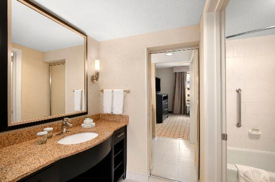 Homewood Suites Fort Worth West at Cityview: Accessible Bathroom