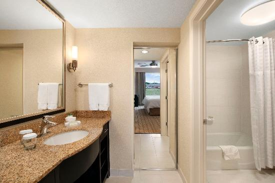Homewood Suites Fort Worth West at Cityview: Guest Bathroom