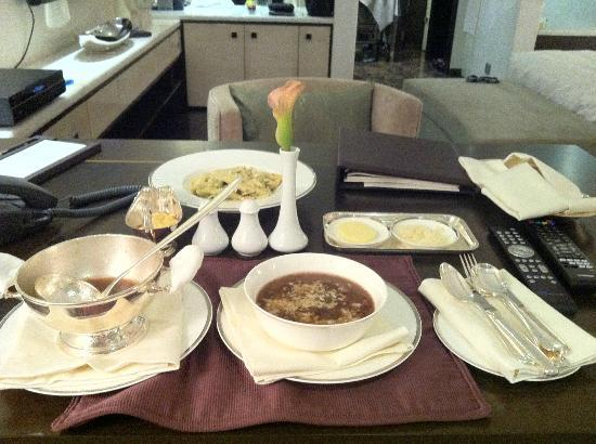 Park Hyatt Hyderabad: in rrom dining, onion soup and pasta