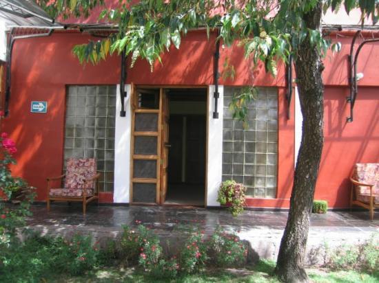 La Posada Del Abuelo: Nuestra habitación frente al jardín