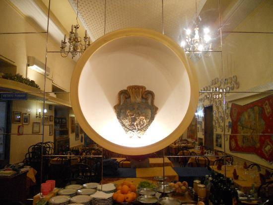 Enna, İtalya: vaso con raffigurazione del ratto di proserpina