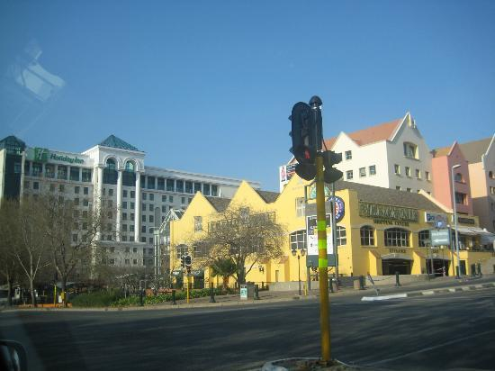 Holiday Inn Johannesburg-Rosebank: view from the street