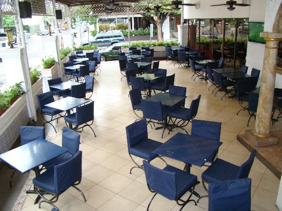 Habibi's : Nuestra hermosa y fresca terraza