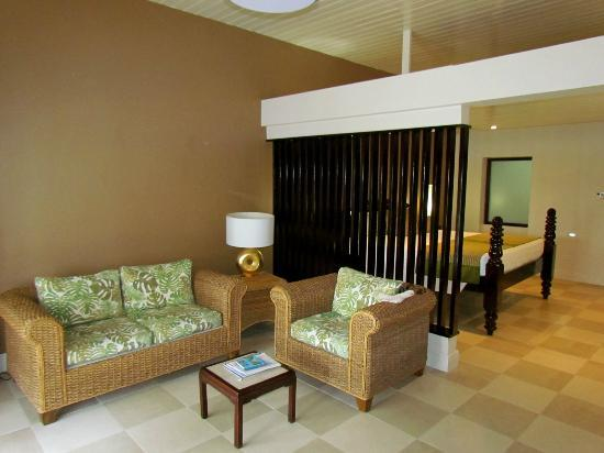 Island Inn Hotel: Living area