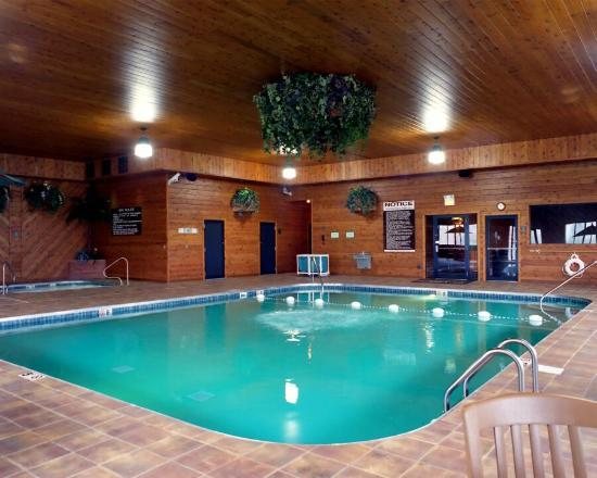 Clinton, IL: Swimming Pool 36' by 26'