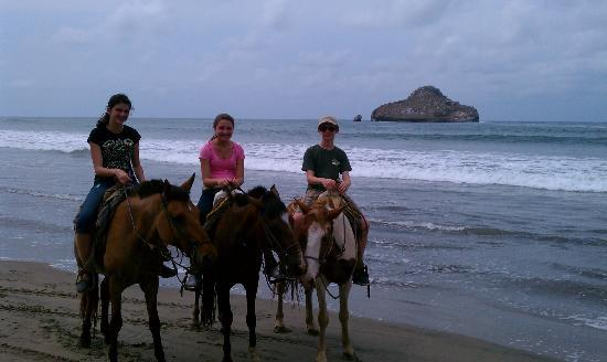 Estrella Del Mar Resort Mazatlan: Horseback rinding on the beach