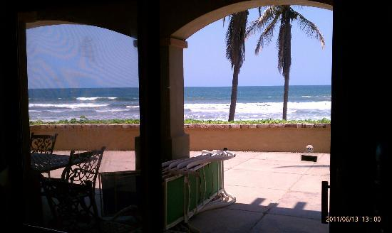 Estrella Del Mar Resort Mazatlan: View of the beach 100' from the room and patio