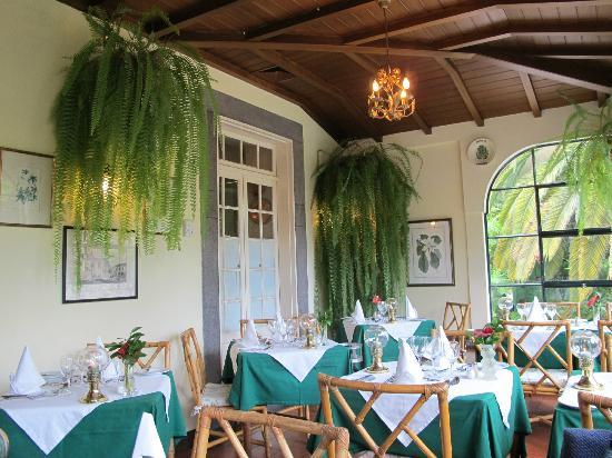 Casa Velha Restaurant : Veranda area is light, airy and very classy