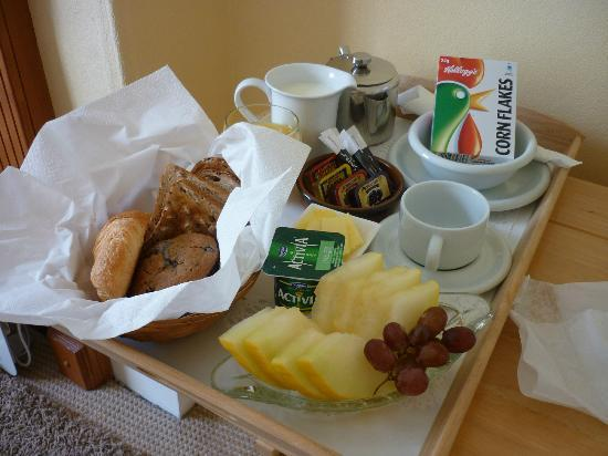 Barrisdale Guest House : Continental Breakfast Day 1