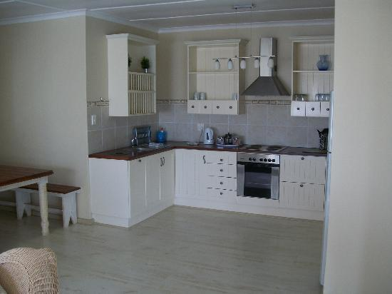 Sea Whisper Guest House & Self Catering: Open kitchen