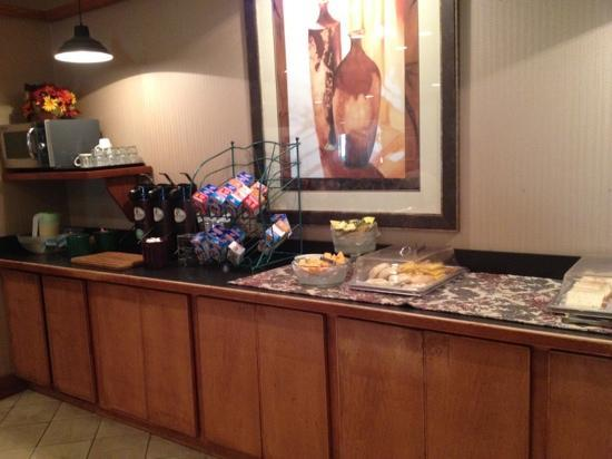 Clarion Inn: breakfast was closing so some items had been removed when I took te picture