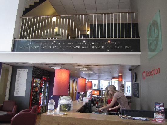 مينجر هوتل لندن هايد بارك - دار ضيافة: front desk and lobby area