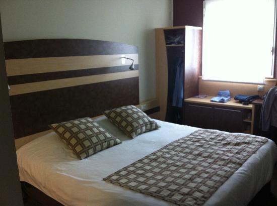 Kyriad Prestige Montpellier Ouest - Croix D'Argent: chambre et lit