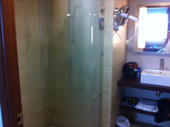 Kyriad Prestige Montpellier Ouest - Croix D'Argent: salle de bain