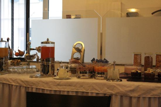 Sorell Hotel City Weissenstein: breakfast bar