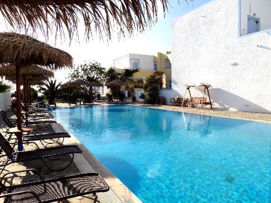 Alexandra Hotel: Pool area Hotel Alexandra Kamari.