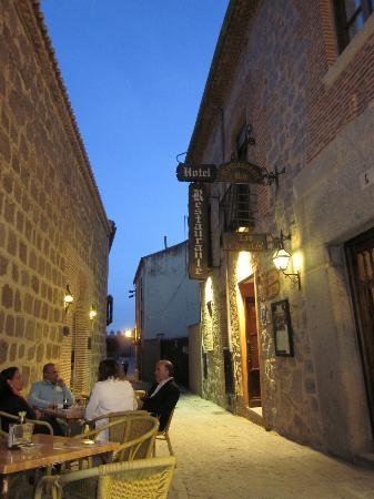 Don Diego Hostal: Cute narrow street in the heart of Avila