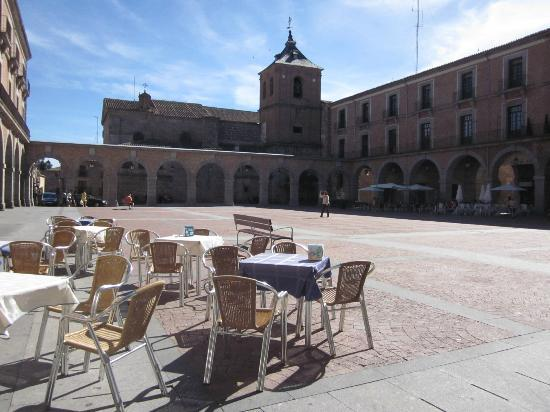 Don Diego Hostal: Plaza in Avila