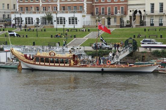 The Queen's Diamond Jubilee Barge near the Slug and Lettuce, Richmond