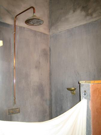 La Pousada: jet de douche,a l'ancienne.