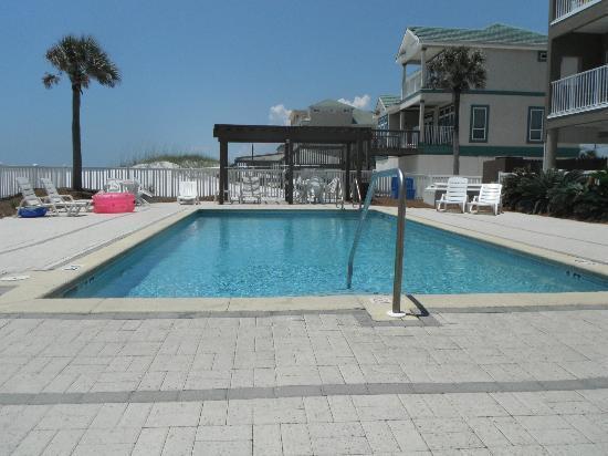Veranda: the pool