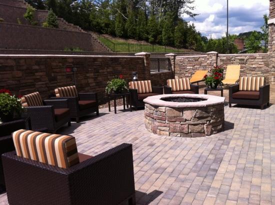 Courtyard Boone: outdoor area