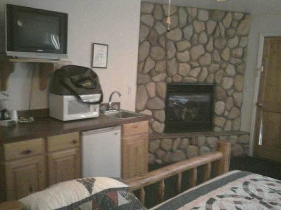 Creekside Preserve Lodge and Guest Cabins: view from bed