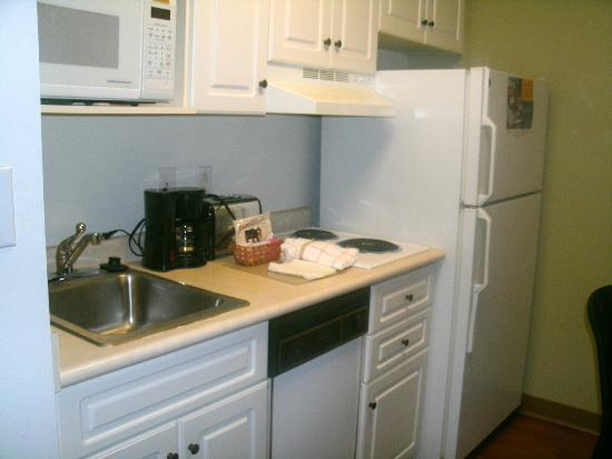 Extended Stay America - Atlanta - Buckhead: Kitchen