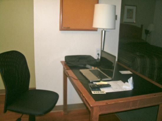 Extended Stay America - Atlanta - Buckhead: Desk area