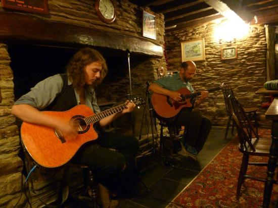 The Grampus Inn: Open Mike guitar players