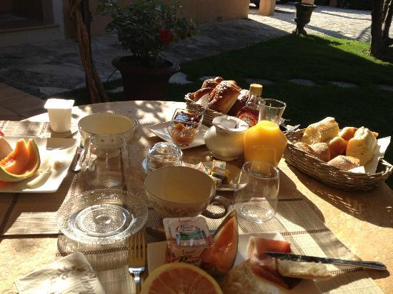 Le Jas Fontaine : Breakfast
