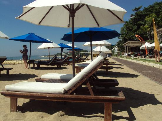 Grand Aston Bali Beach Resort: Beach