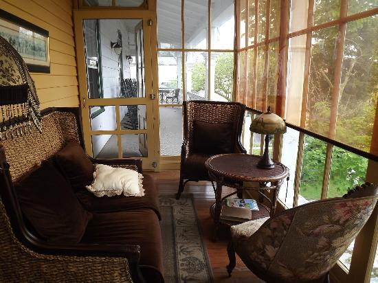 Elaine's Bed & Breakfast Inn: the sunroom