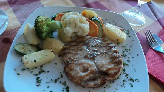 Casa Della Pasta: Grilled swordfish steak with fresh veg