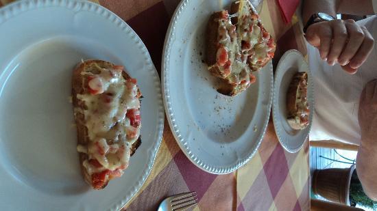 Casa Della Pasta: Our Bruscetta starter - absolutely delicious.