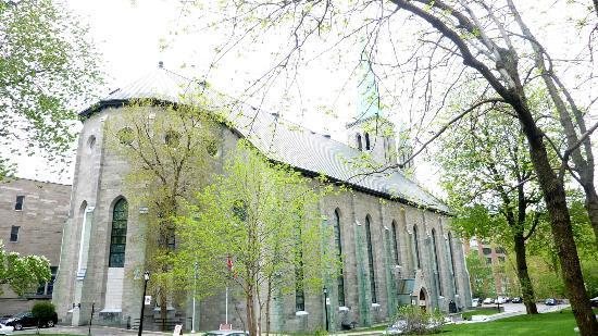 St. Patrick's Basilica : St. Patrick's, seen from René-Lévesque bd