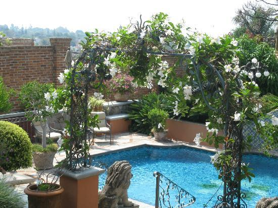Casa Tres Leones: view of pool from Veranda