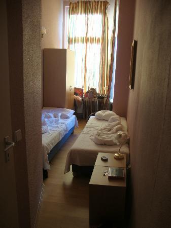 Pension Stuttgarter Eck: Winziges Zimmer
