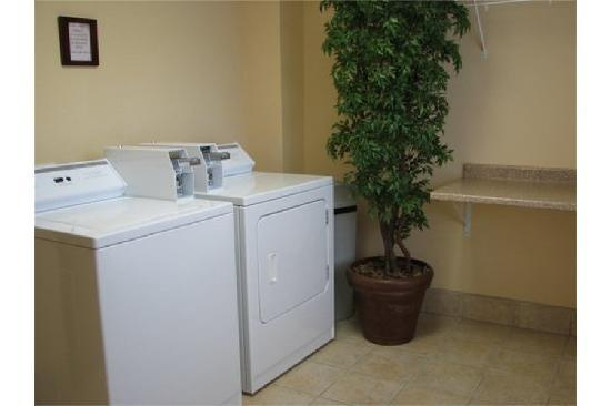 Hampton Inn & Suites Denton : Guest Laundry