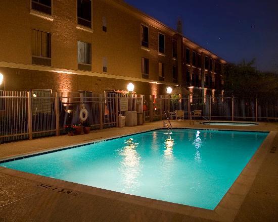 Hampton Inn & Suites Denton: Pool