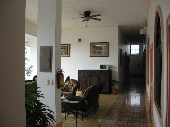 Hotel Santo Tomas: 2nd story veranda
