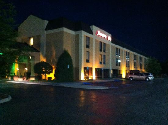 Hampton Inn Johnson City: The Hampton Inn At Night