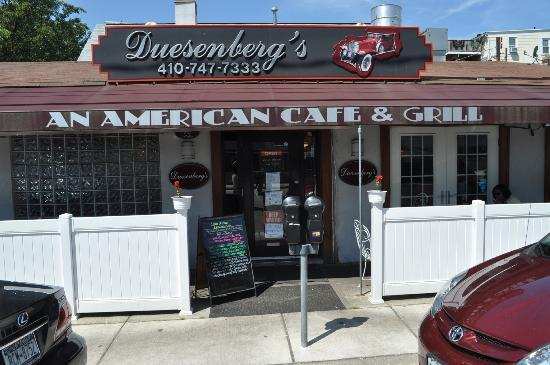 ‪Duesenberg's American Cafe and Grill‬