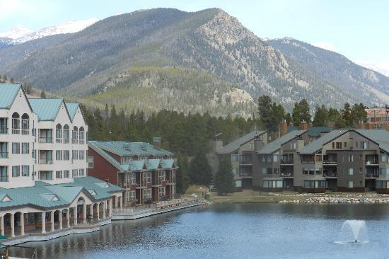 ‪‪Keystone Lodge & Spa‬: Mountain View from the Edge of Lake‬