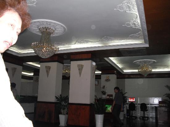 Saigon Hotel: ホテルのロビーです。日本語の出来るスタッフはいないようです。