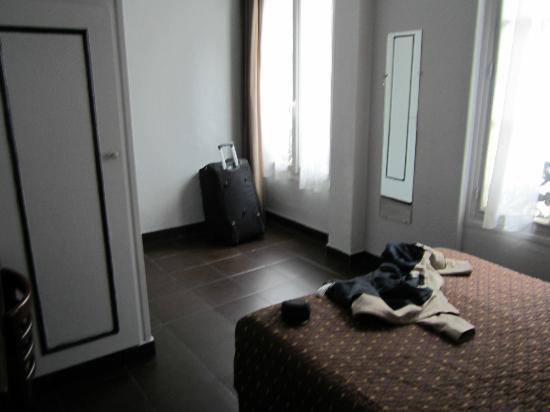 Hotel Saint Quentin: chambre