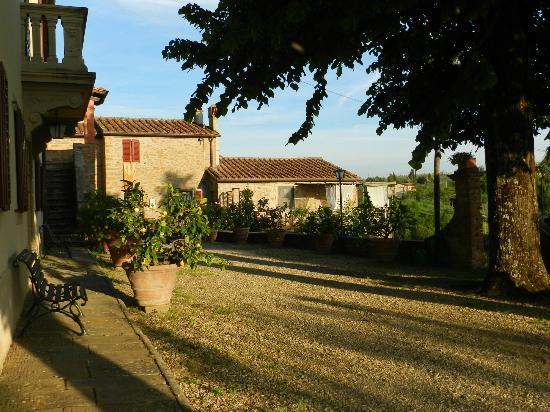 Agriturismo La Gioconda: Driveway of farmhouse