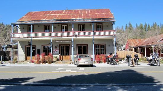 Volcano Union Inn + Pub: Entrance