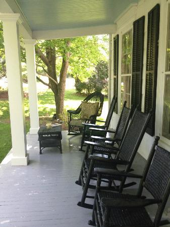 Inn at Stony Creek: Porch again