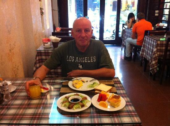 Aquarius Hanoi Hotel: Mr. Macaire and his breakfast